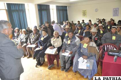Adultos mayores que participaron en un encuentro de su sector, en Caritas Oruro