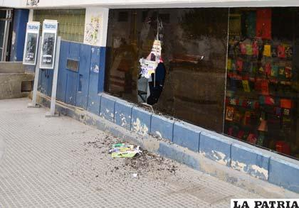 El autor de los robos operaba rompiendo vidrios de las tiendas