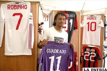 Cuadrado subasta su colección de camisetas de figuras del fútbol 33593b91dd5