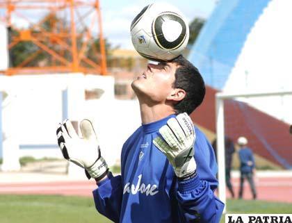 Carlos Lampe golero de San José
