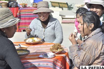 Población degustó platos típicos del altiplano