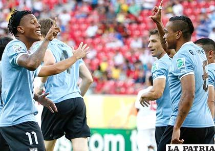Hernández autor de cuatro goles celebra con Pereira