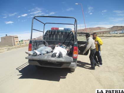 Las dos víctimas en un vehículo de Radio Patrullas 110