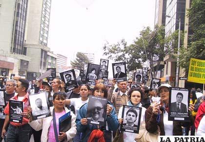 Familiares de víctimas de las FARC