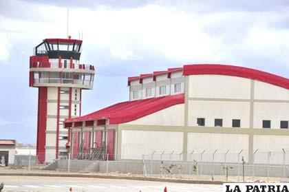 """Vista del aeropuerto """"Juan Mendoza"""" de Oruro"""