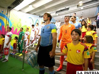Uruguay tropieza colombia es contundente italia no for Lugano marfil