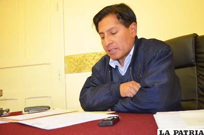 El secretario ejecutivo de los maestros, Grover Chambi