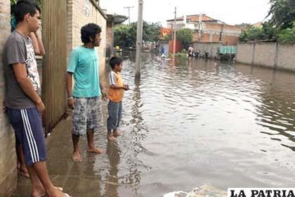 Unos 3.000 niños desplazados están sin escuela por inundaciones en Asunción
