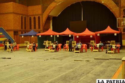 Poca gente concurrió al recinto electoral para emitir su voto
