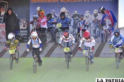 Durante la competencia de bicicross disputada ayer en la pista