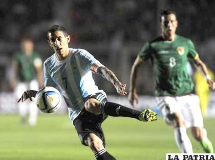 Ángel Di María con el dominio de la pelota