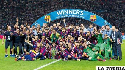 El festejo de Barcelona con el trofeo de campeón de la