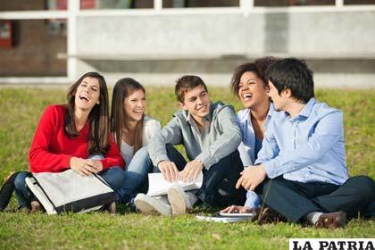 Se debe fomentar la comunicación y solidaridad entre los jóvenes
