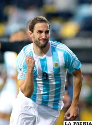 Gonzalo Higuaín, a los once minutos le dio la ventaja a la selección argentina /ole.com
