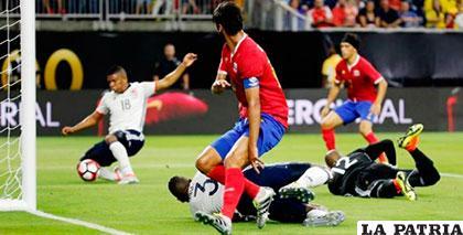 Frankz Fabra, que anotó el primero de Colombia, marcó (autogol) el segundo de Costa Rica /elheraldo.co