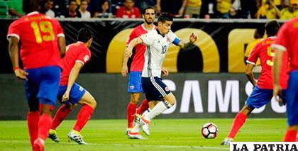 James Rodríguez ingresó en el segundo tiempo, pero poco o nada pudo hacer para Colombia /elheraldo.co