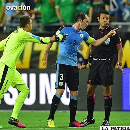 Vargas estuvo de cuarto árbitro en el partido Uruguay - México