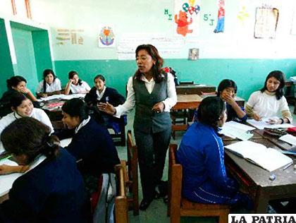Los profesores hacen más efectiva su labor educativa al darse modos para cumplir su delicada labor