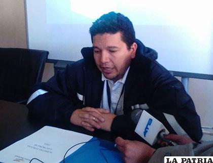 Mauro Vargas, gerente regional de la Aduana, explica sobre subasta electrónica