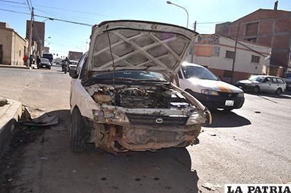 El taxi chocado no pudo arrancar después del accidente