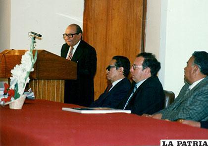 Don Cristóbal pronuncia un discurso
