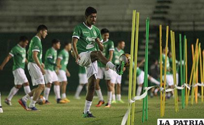 El seleccionado boliviano entrenó anoche en el estadio