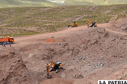 Explotación de cobre a cielo abierto en el límite entre Turco y Choquecota