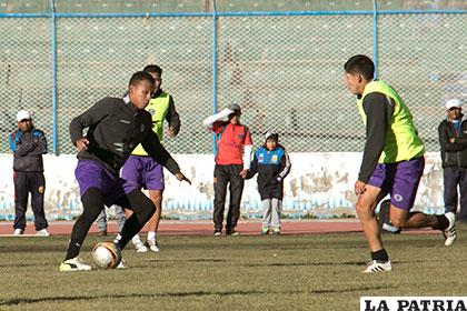 Mosquera y Uribe se enfrentaron en Bolivia y no pasaron del empate