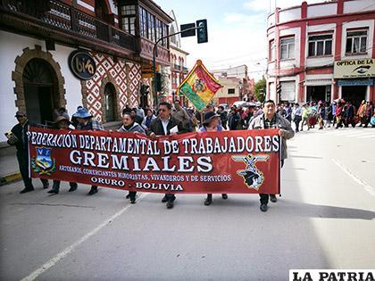 Cientos de comerciantes participaron de la marcha