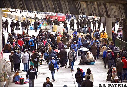 La ciudad de El Alto amaneció nuevamente bloqueada por las demandas de la UPEA /APG