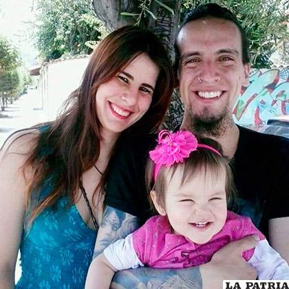 Con su esposa Maya y su hijita Alba