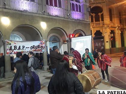 La música autóctona en la plaza 10 de Febrero