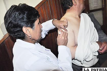 Población orureña acude conscientemente a ser vacunada contra la influenza /ARCHIVO