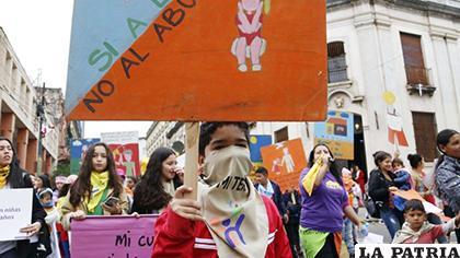 Niños y adolescentes paraguayos tomaron las calles de Asunción contra la impunidad en abusos /debate.com.mx