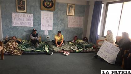 Maestros de Cochabamba exigen respeto al asueto del 6 de junio /RADIO PÍO XII
