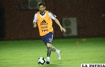 Lionel Messi, los argentinos entrenaron en Brasil a pesar de la lluvia