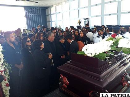 �?ltimo adiós a los restos de Raúl Aráoz Velasco /UTO