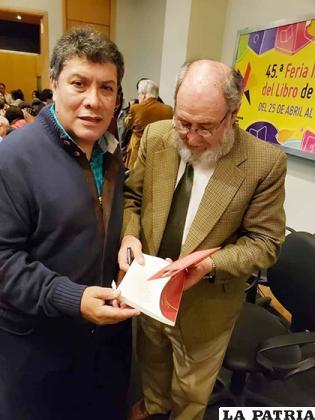 Jorge Vargas (der.) recibió el cariño de mucha gente en Buenos Aires /Facebook
