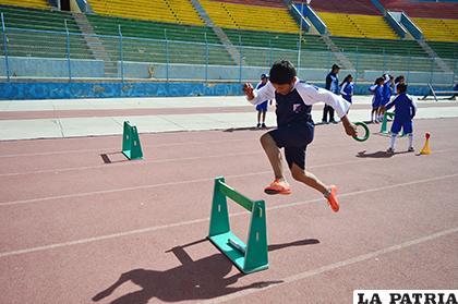 Estudiantes se esforzaron por cumplir un buen papel en las pruebas /Alex Zambrana/LA PATRIA