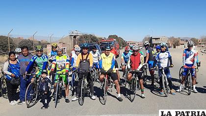 Los ciclistas orureños que participaron en las pruebas selectivas del reciente fin de semana /cortesía Merk Lima