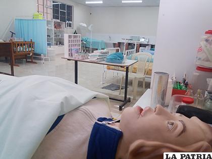 Este es el laboratorio de prácticas para Enfermería /LA PATRIA