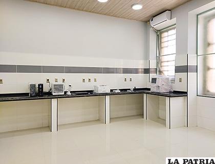 El laboratorio está listo para ser empleado, sólo faltaban reactivos /Hospital General
