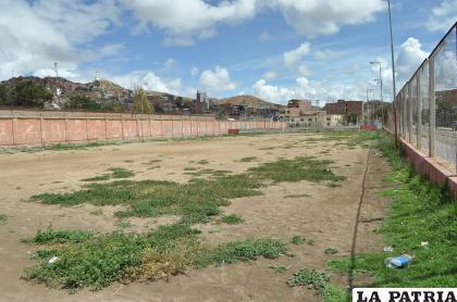 Algunos espacios deportivos están descuidados /Ovidio Cayoja /LA PATRIA