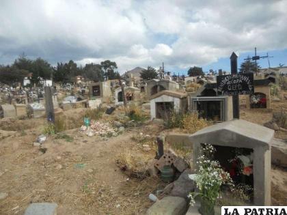 Alcaldes aseguran que los entierros se desarrollan cumpliendo normas de bioseguridad /elpotosi.net