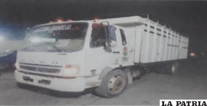 Camión causó deterioros en conos y caballetes de señalización /LA PATRIA