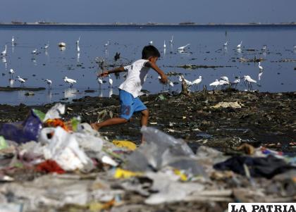 La contaminación de los océanos mata la vida en el planeta /RPP