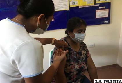 Vacunación contra el Covid-19 en San Ignacio de Velasco /ARCHIVO EL DEBER