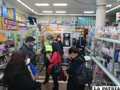 Autoridades realizan operativos de inspección en las farmacias /LA PATRIA