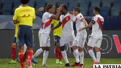 Festejo de los peruanos por el triunfo ante los colombianos /elcomercio.com
