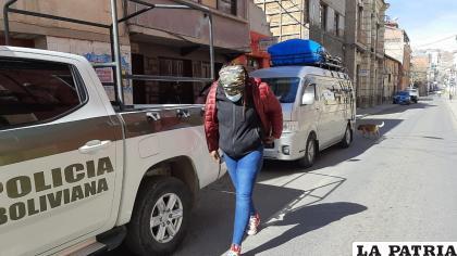 Los extranjeros fueron llevados a Migración para que regularicen su situación /LA PATRIA